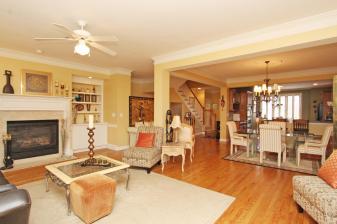 516-vinings-estates-drive-large-005-11-family-room-1500x1000-72dpi